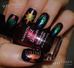 Saturnalia and Hanukkah decorations mani