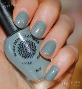 blackdahlialacquer_wildbergamot_flash