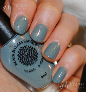 blackdahlialacquer_wildbergamot_flash2